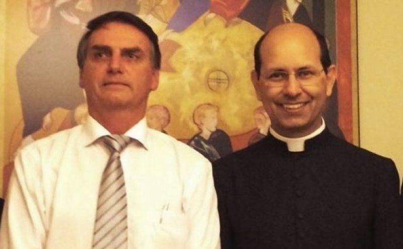 Bolsonaro e padre Paulo Ricardo de Azevedo | Foto: Congresso em Foco